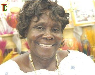 «Maman Africa», une artiste plasticienne et décoratrice qui émerveille sur le site de la Foire, malgré son âge avancé