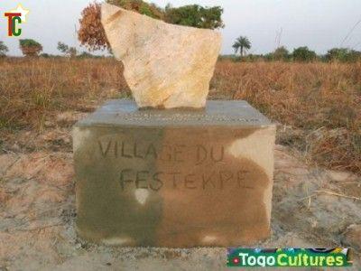 Pose de la première pierre du Village du Festekpe à Kadambara