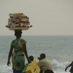 age de Lomé: Tout se vend. une revendeuse de petits gateaux
