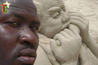 Bob Atisso, le sculpteur de sable
