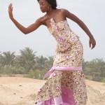 Stéphanie Youna Nénonéné posant à la plage