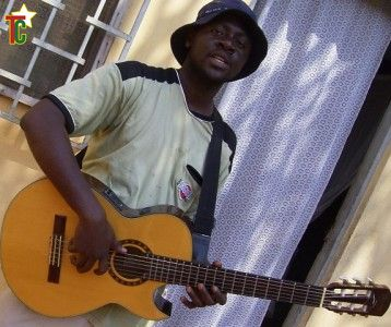 Amen Viana à la guitare