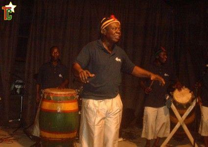 Basile Adewusi et les tambours de Lome