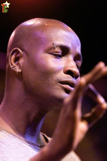 Roman: Kossi Efoui doublement répensé pour Le solo d'un revenant