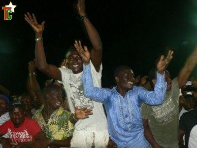 Le public en liesse du stade en liesse Photo: gaëtan Noussouglo