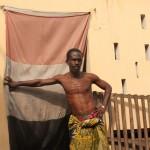 Mike Assogba devant le temple abritant Sakpatè, le dieu de la terre et de la variole Photo: Gaëtan Noussouglo