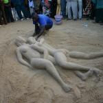 Bob Attisso crée l'amour entre la femme et l'homme à la Plage de Lomé © Togocultures