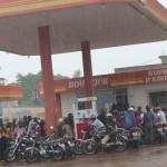 Les motos à l'abri de pluie Photo: Gaëtan Noussouglo