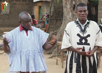 Les conteurs Allasane Sidibé et Alex Mondé Photo: Gaëtan Noussouglo