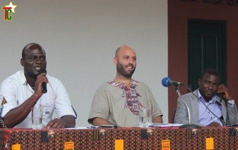Zoul, le directeur du Centre Centre Culturel Mitronunya au milieu Photo Gaëtan Noussouglo
