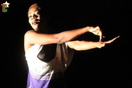 Akofa Ami Kougbenou dans le spectacle Ectoplasme faible