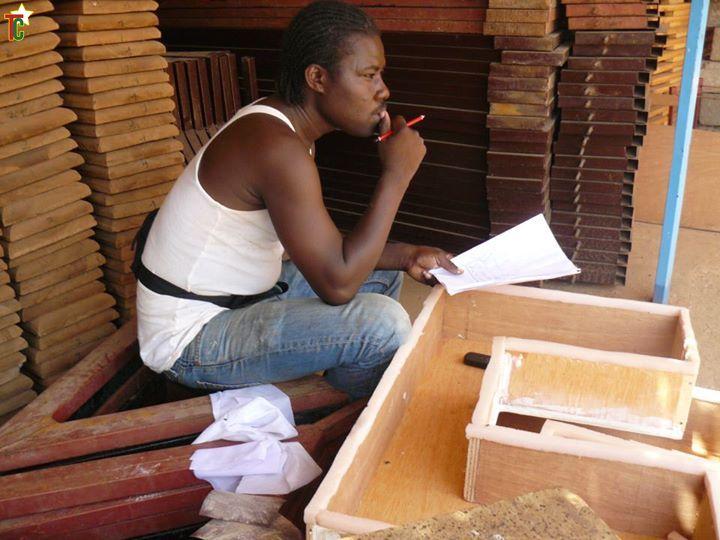 Le plasticien et scénographe togolais Koko Confiteor en France