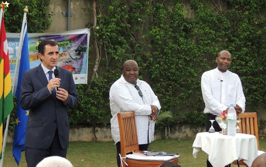 Dialogue entre Gaston-Paul Effa, Mr l'Ambassadeur de l'UE au Togo, et le Prince Asrafo Plakoo Mlapa de Togoville