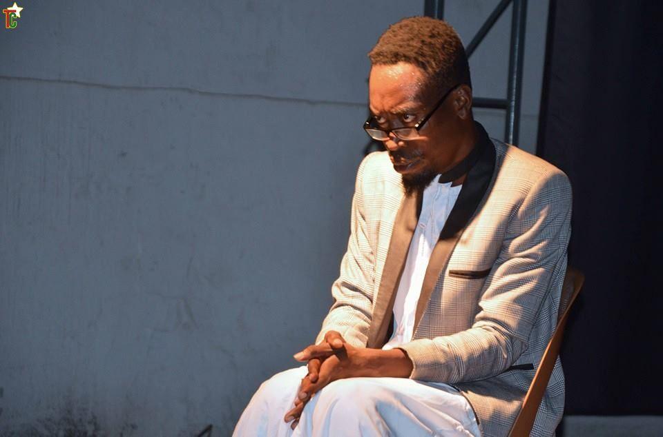 Togo Humour: Inbox-me, Une satire de la génération tête baissée.