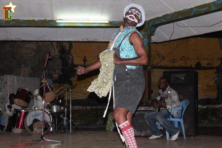 Azé Kokovivina concert Band de Lomé Photo:Gaëtan Noussouglo