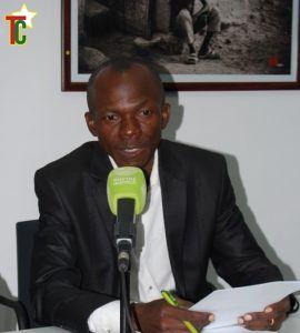 Charles Ayetan lançant la bibliomobile au Goethe Institut de Lomé le 28 juillet 2016