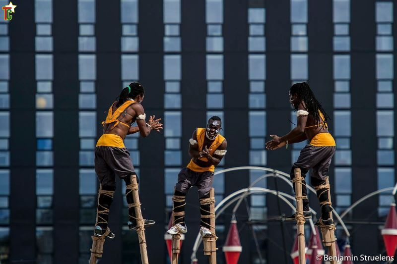 Togo: Les échassiers Afuma, acrobates du ciel